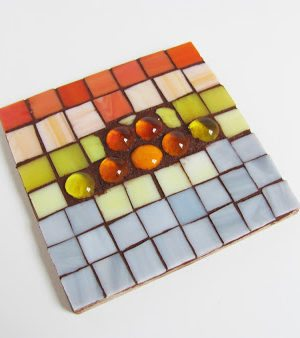 how to-sday | stained glass mosaic trivets thumbnail