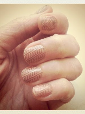 nude chevron fingernails . how to-sday thumbnail