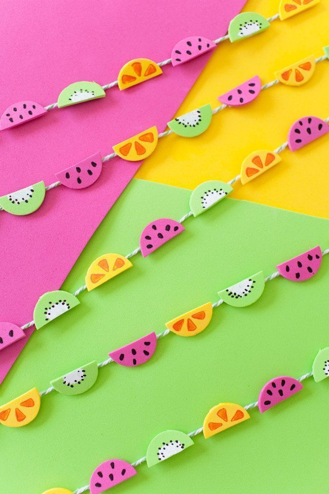 Tell-Love-and-Chocolate-Learn-how-to-make-this-tiny-colorful-fruit-garland