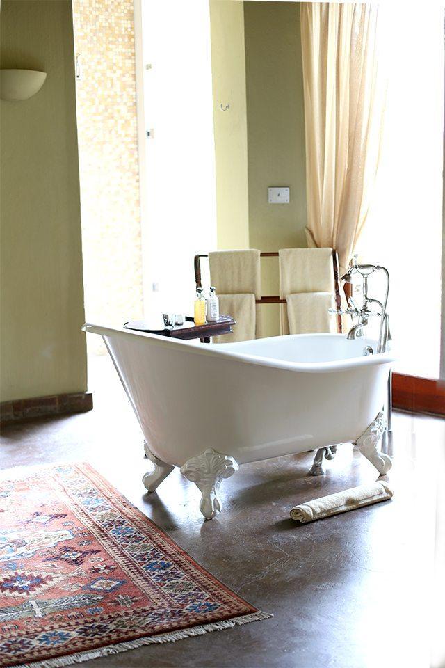 Safari at Kruger Travel Guide - Where to Stay - Massive Bathtub at Tintswalo Safari Lodge
