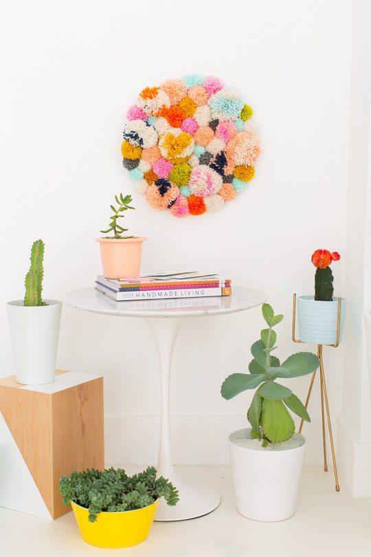 1 DIY Round Pom Pom Wall Hanging