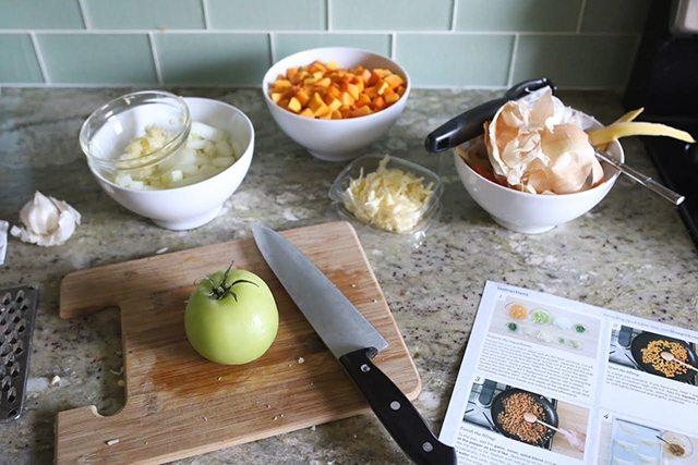 kitchen-hacks-and-cooking-tricks-trash-bowl