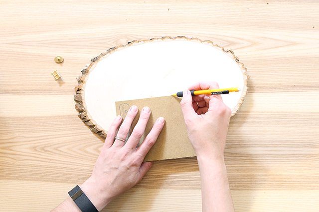 diy-christmas-card-holder-from-wood-slice-step-1