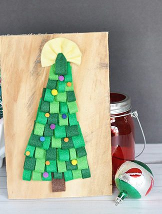 DIY Felt Christmas Tree Pallet Sign thumbnail