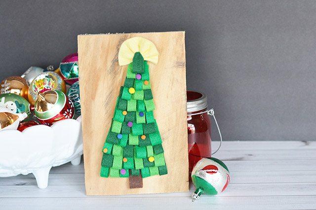 DIY Felt Christmas Tree Pallet Sign