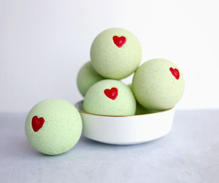 Recipe for DIY Grinch Bath Bombs