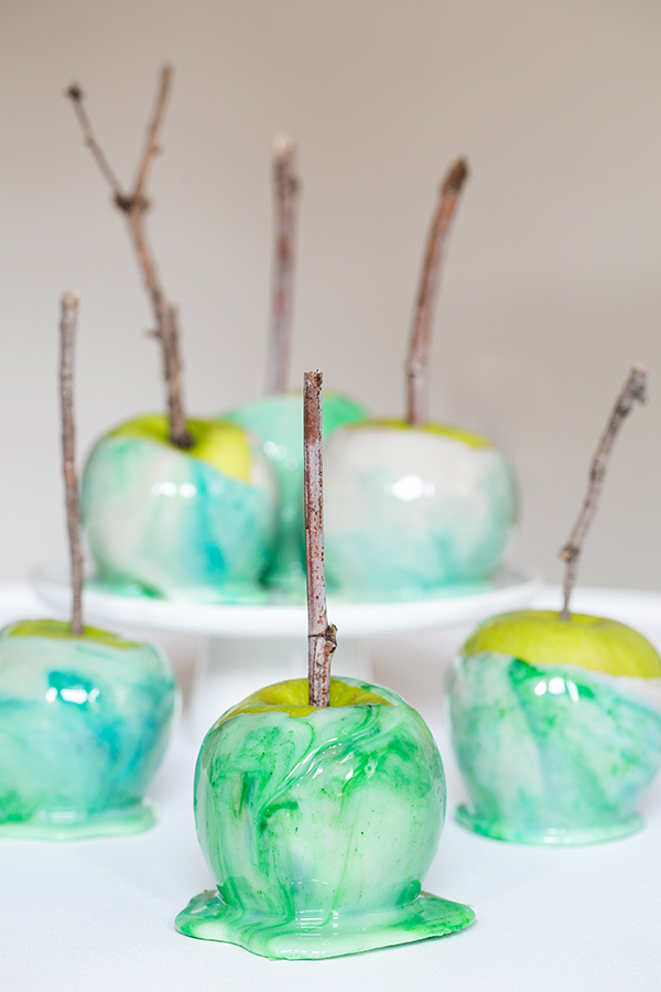 How to Marble Candy Apples