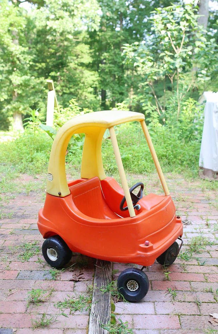 How to Paint a Little Tikes Cozy Coupe Plastic Car - Before