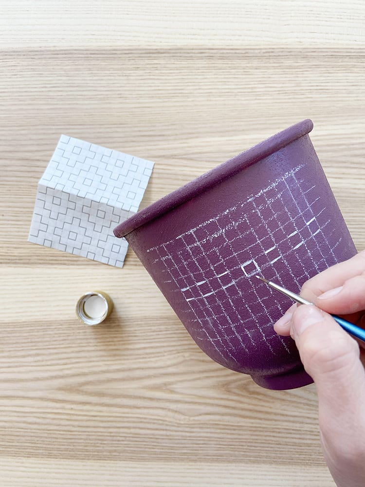 Looking for modern DIY painted terra cotta pots ideas? This boho painted pot idea with acrylic paint uses fun, simple geometric design inspired by sashiko embroidery patterns.