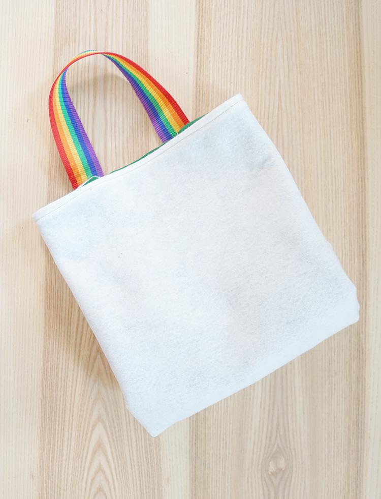 Folding felt play mat tote bag